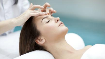 Facial rejuvenecimiento, manchas o acné